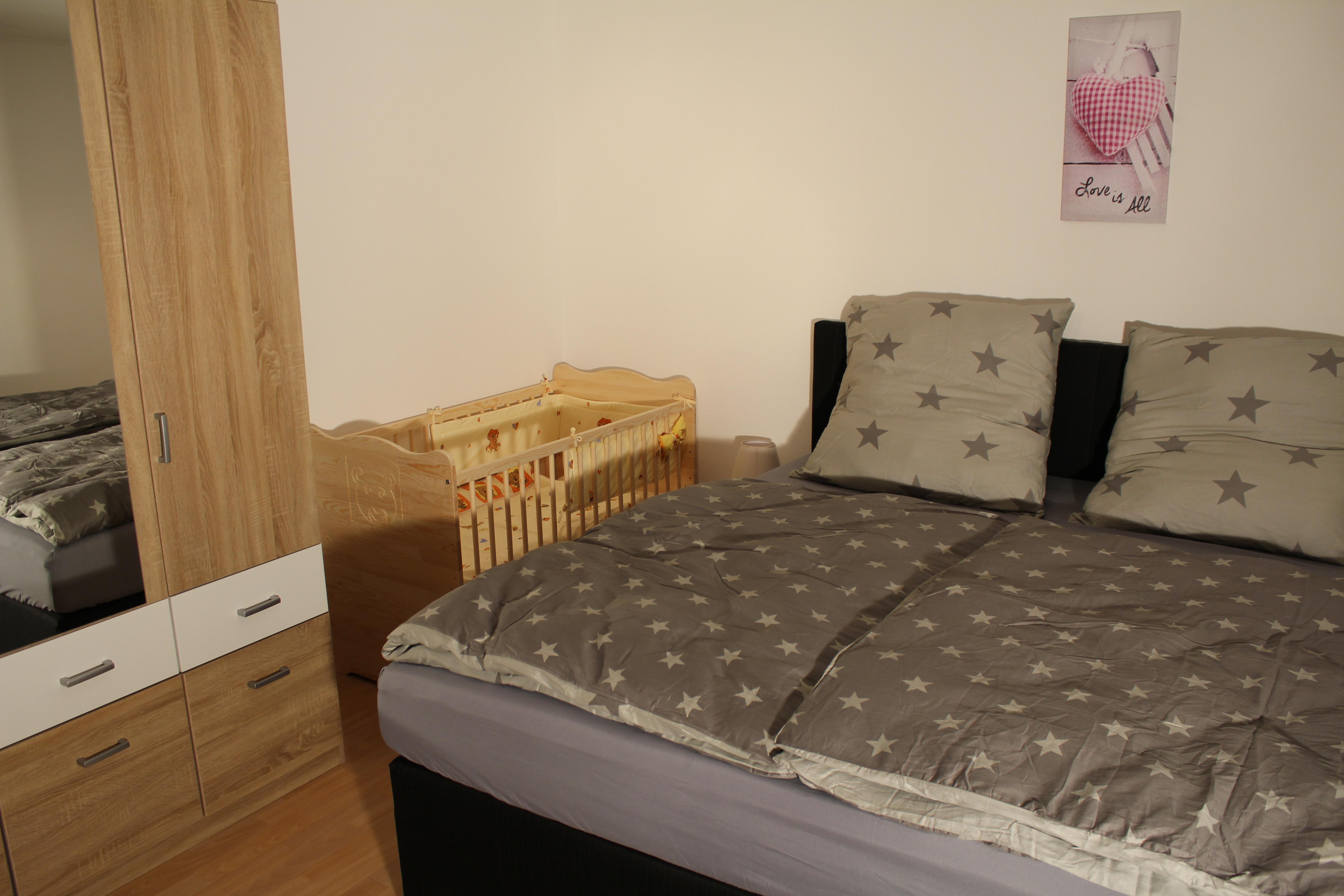 sternenhimmel schlafzimmer schlafzimmer schr ge wand karierte bettw sche landhausstil. Black Bedroom Furniture Sets. Home Design Ideas
